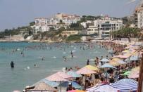 DİLEK YARIMADASI - Sıcaktan Bunalanlar Plajlara, Su Parklarına Ve Milli Parka Koştu