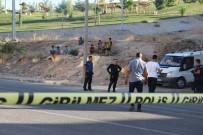 ALACAK VERECEK MESELESİ - Akrabaların Kavgasında Silahla Vurulan 2 Kardeş Yaralandı