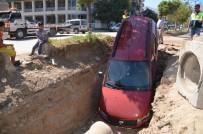 OSMAN ATEŞ - El Frenini Çekmeyi Unutan Şoför, Aracını 2 Metrelik Çukurda Buldu