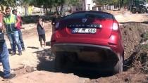 OSMAN ATEŞ - Muş'ta El Freni Çekilmeden Bırakılan Otomobil 1,5 Metrelik Çukura Düştü