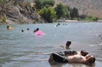 BESTLER DERELER - (Özel) Terörle Gündeme Gelen Bestler Dereler, Antalya Plajlarını Aratmıyor