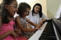 İNGILIZCE - Şemdinli'de Çocuklara Ve Gençlere Yönelik Kurs