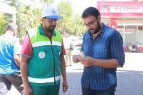 TEMİZLİK GÖREVLİSİ - Temizlik İşçisi Bulduğu Parayı Sahibine Teslim Etti