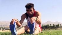 MİLLİ SPORCU - Tesadüfen Başladığı Atletizmde Gözünü Zirveye Dikti
