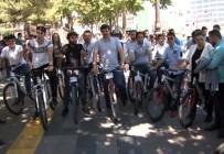 GENÇLİK KOLLARI - AK Parti'nin 17. Yaşına Bisikletli Kutlama