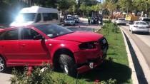 GÖRGÜ TANIĞI - Bilecik'te Otomobil Orta Refüje Çıktı Açıklaması 1 Yaralı
