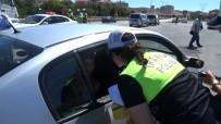 KIRMIZI IŞIK - Bu Bayram Araç İçerisindeki Minik Trafikçiler Görev Başında
