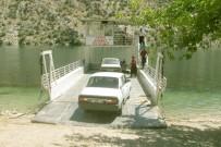 YOLCU TAŞIMACILIĞI - Fırat Nehri'nde Feribot Taşımacılığına İlgi