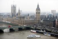 PARLAMENTO - İngiltere'de Bir Araç Parlamento Binası Bariyerlerine Çarptı