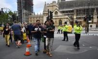 ŞÜPHELİ ARAÇ - İngiltere'de Bir Sürücü Aracını Yayaların Üzerine Sürdü Açıklaması 3 Yaralı