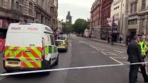 PARLAMENTO - İngiltere'de Parlamento Binasının Bariyerlerine Araç Çarptı