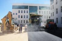 Karaman Belediyesi, Yeni Adliye Binasının Bahçesini Asfaltladı