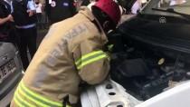 İTFAİYECİLER - Motora Sıkışan Kedi İtfaiyeyi Terletti