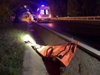 TÜRKLER - Motosiklet Refüje Çarptı Açıklaması 1 Ölü, 1 Yaralı