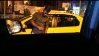 TAKSİ ŞOFÖRÜ - (Özel) Beyoğlu'nda Uyuşturucu Madde Kullanan Taksici Aracının Başında Sızdı