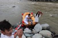 NİKAH TÖRENİ - Rafting Milli Takım Antrenörü Nikahına Rafting Botu İle Gitti