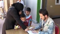 BUZDOLABı - Suriyeli Ailelere Buzdolabı Yardımı