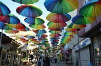 Ağrı'da Caddeleri Şemsiyeler Süslüyor