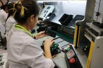FARUK ÇELİK - AK Parti Heyeti Yerli Üretim Cep Telefonlarını Fabrikasında İnceledi