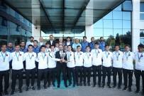 AVRUPA ŞAMPİYONU - Avrupa Şampiyonu İşitme Engelli Milli Takımı'ya Buluştu