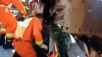 İTFAİYECİLER - Çin'de Anne Köpek Ve Yavrularını Kurtarma Operasyonu