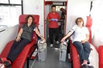 KAN BAĞıŞı - Hastane Çalışanları Kan Stokları Azalmasın Diye Kan Verdi