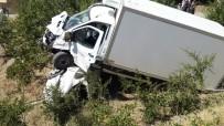 HASANCıK - Kamyonet Otomobilin Üzerine Çıktı Açıklaması 4 Ağır Yaralı