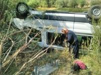 Minibüs İle Kamyonet Çarpıştı Açıklaması 6 Yaralı