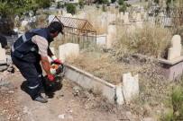 SIIRT BELEDIYESI - Siirt'te Mezarlıklar Bayrama Hazır