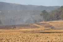 İTFAİYE ARACI - Tarım Arazisinde Başlayan Yangında 15 Hektar Alan Zarar Gördü