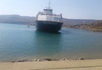 TEKNİK ARIZA - Çanakkale'de feribot karaya oturdu