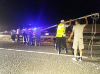 MUHAMMET ÖNDER - Elektrik Direği Devrildi, Kazalar Peş Peşe Geldi