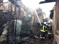 KALABA - Karaman'da Çıkan Yangında 3 Ev Kullanılamaz Hale Geldi