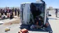 ÖMER LÜTFİ YARAN - Midibüsle Tır Çarpıştı Açıklaması 9 Yaralı