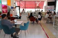 DOĞUM GÜNÜ - 'Engelsiz Cafe' İle Engelleri Aştılar