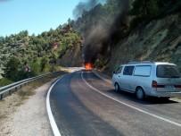 KARAOĞLAN - Seyir Halindeki Otomobil Alev Alev Yandı