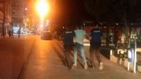 POMPALI TÜFEK - 'Yan Baktın' Tartışması Bıçaklı Kavgaya Dönüştü Açıklaması 4 Yaralı