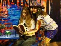 KIZ ÖĞRENCİLER - Yaşayan Sanat Projesi Turistlerle Paylaşıldı