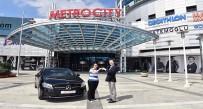 ALIŞVERİŞ MERKEZİ - Yurt Dışında Kariyer Öncesi Otomobil Sürprizi