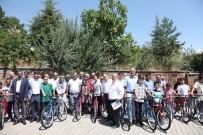 İMAM HATİPLER - Başarılı Öğrenciler Bisikletle Ödüllendirildi