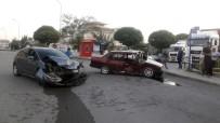SAĞLIK EKİPLERİ - Başkent'te Trafik Kazası Açıklaması 4 Yaralı