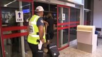 TOLGA ZENGIN - Beşiktaş Kafilesine Erzurum'da Çiçekli Karşılama
