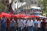 SELAHATTİN DEMİRTAŞ - Diyarbakır Şehidi 'Kahrolsun PKK' Sloganları İle Defnedildi