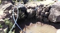 NEMRUT DAĞI - Göçerler Hayvanlarının Su Sorununu Karla Çözüyor