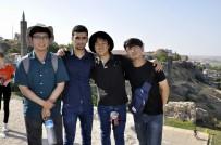 GÜNEY KORELİ - Güney Koreli Turistler Tarihi Mekanları Gezdi