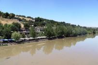 DICLE ÜNIVERSITESI - Hevsel Bahçeleri Ve Dicle Nehri İçin Kirlilik Uyarısı