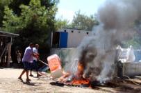 TAŞERON FİRMA - Paralarını Alamayan Hastane İnşaatı İşçileri, Malzemeleri Yakıp Arazözün Girişini Engellemeye Çalıştı