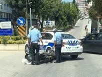 POLİS ARACI - Polis Aracıyla Motosiklet Çarpıştı