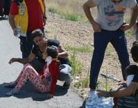 SAĞLIK EKİPLERİ - Sivas'ta Hafif Ticari Araç İle Otomobil Çarpıştı Açıklaması 6 Yaralı