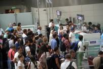 ATATÜRK - Tatilciler Havalimanında Uzun Kuyruklar Oluşturdu
